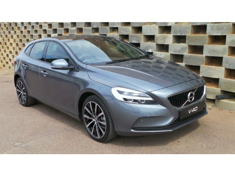 used volvo v40 t4 momentum geartronic for sale in gauteng id 2999078. Black Bedroom Furniture Sets. Home Design Ideas