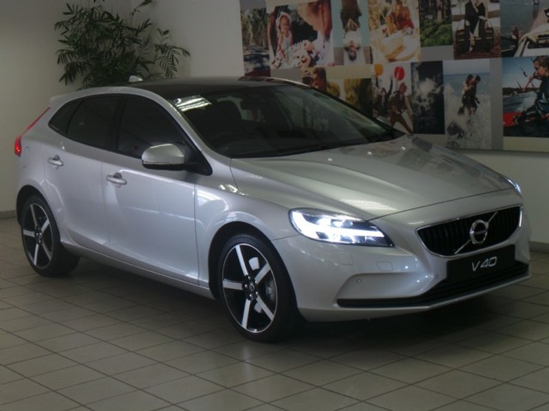 used volvo v40 t4 momentum geartronic for sale in gauteng id 3008734. Black Bedroom Furniture Sets. Home Design Ideas