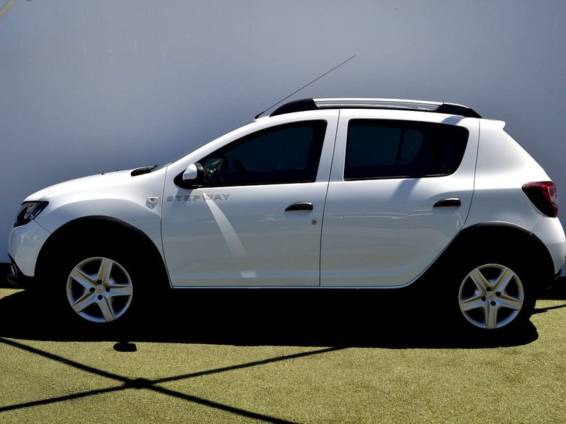 Used Renault Sandero 900T Stepway for sale in Western Cape ...