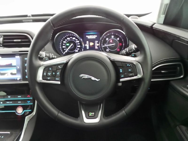 used jaguar xe 2 0d prestige auto for sale in western cape id 3051968. Black Bedroom Furniture Sets. Home Design Ideas