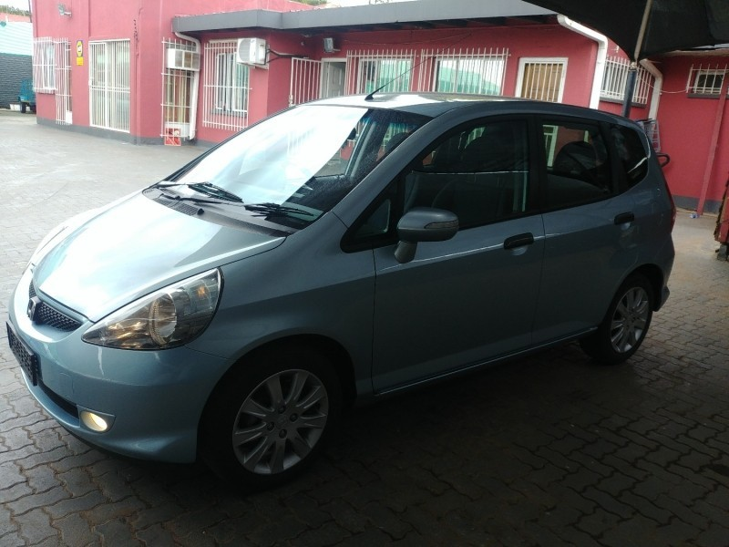 used honda jazz 1 5 executive for sale in gauteng id 3059708. Black Bedroom Furniture Sets. Home Design Ideas