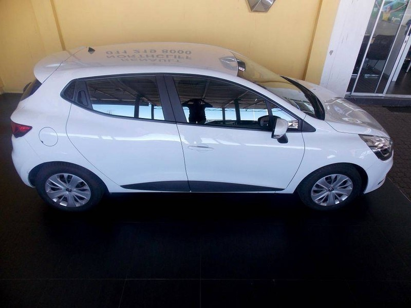 used renault clio iv 900t authentique 5 door 66kw for sale in gauteng id 3078486. Black Bedroom Furniture Sets. Home Design Ideas