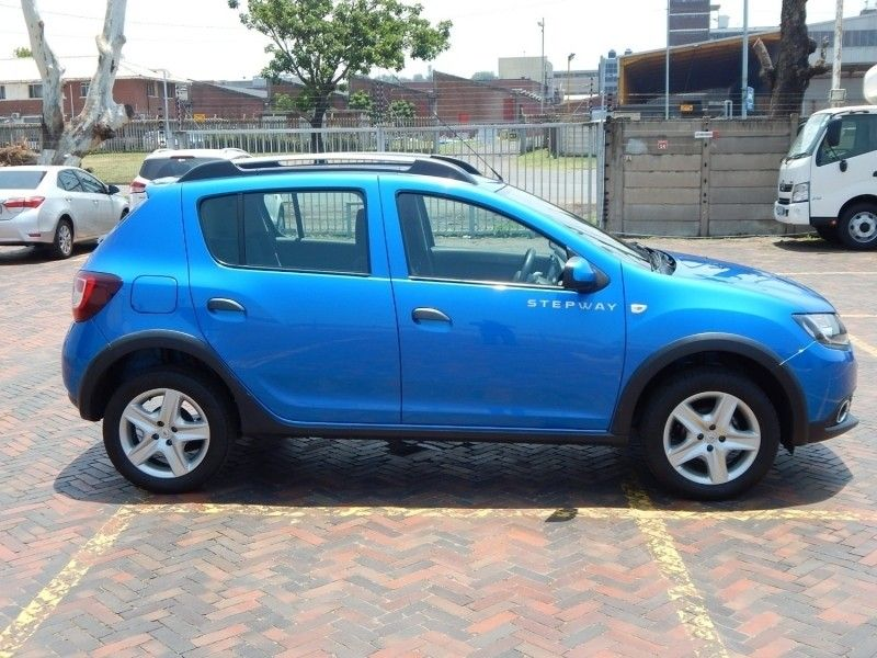 Used Renault Sandero 900T Stepway for sale in Kwazulu ...