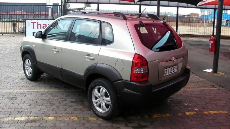 Used hyundai tucson 2 0 gls for sale in gauteng for Motor vehicle department tucson