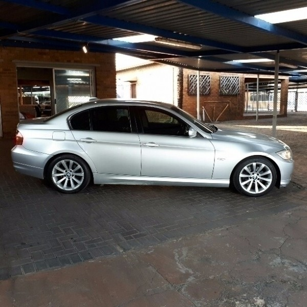 2010 BMW 3 Series 323i A/t (e90) Was Listed For R119